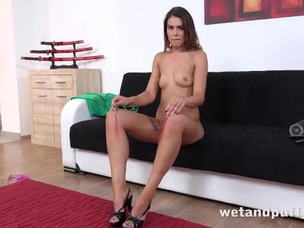 Naughty Jessica Pumps Her Puffy Pussy